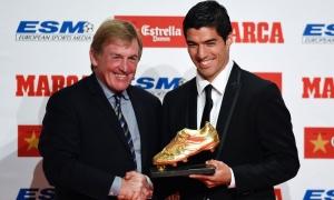 Luis Suarez menerima Sepatu Emas