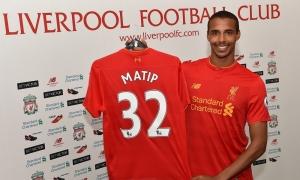 Joel Matip kenakan kostum Liverpool