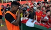 Video: Sturridge tries photography at Fenway
